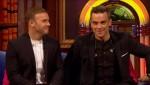 Gary et Robbie interview au Paul O Grady 07-10-2010 10a321101826111