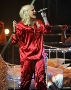 Nov 24, 2010 - Pixie Lott - The Crazycats Tour 357fde108402291