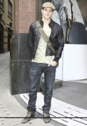 Kellan Lutz out and about in London Db6f4c87081100
