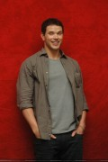 New Kellan Lutz portraits from 'Eclipse' press conference [HQ, tagged] 96d0b291112007