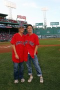 Meredith Vieira throws first pitch at Red Sox game (2010-08-20)