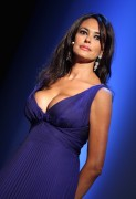 "Maria Grazia Cucinotta showing lots of cleavage - ""Baaria"" premiere (9/3/09) x11"